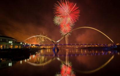 Bộ tuyển tập 30 hình nền pháo hoa chúc mừng năm mới ấn tượng