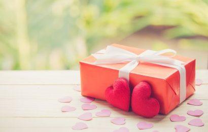 Hình ảnh hoa và hộp quà tặng Valentine 14/2 lãng mạn